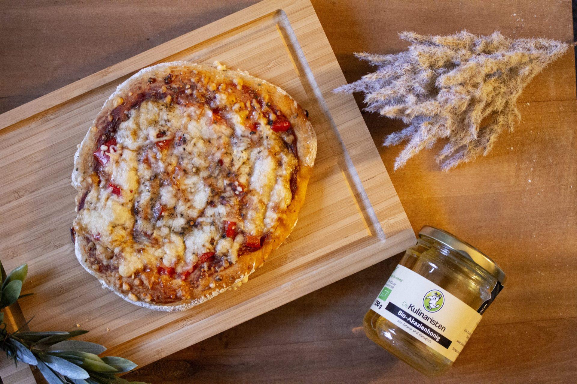Herzhafte Honig-Pizza mit Paprika